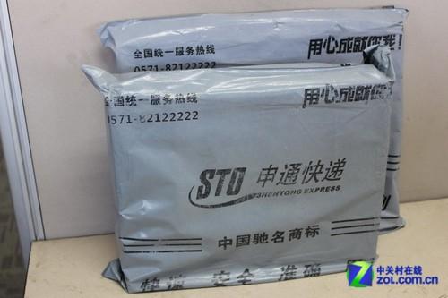 苏宁易购和天猫都是申通快递,包装都是申通的包裹袋,但苏宁易购被压扁